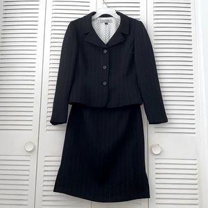 Tahari Arthur s Levine Petite  skirt suit set
